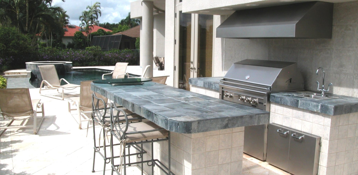 Modern bbq and outdoor kitchen