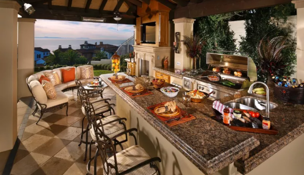 Rustic and elegant outdoor kitchen