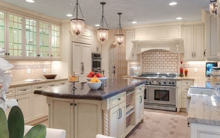 Celebrity Tyra Banks' kitchen
