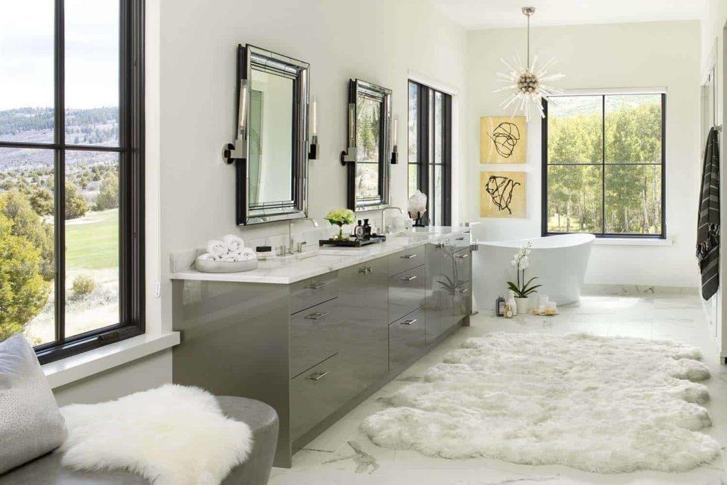 Mountain modern home bathroom