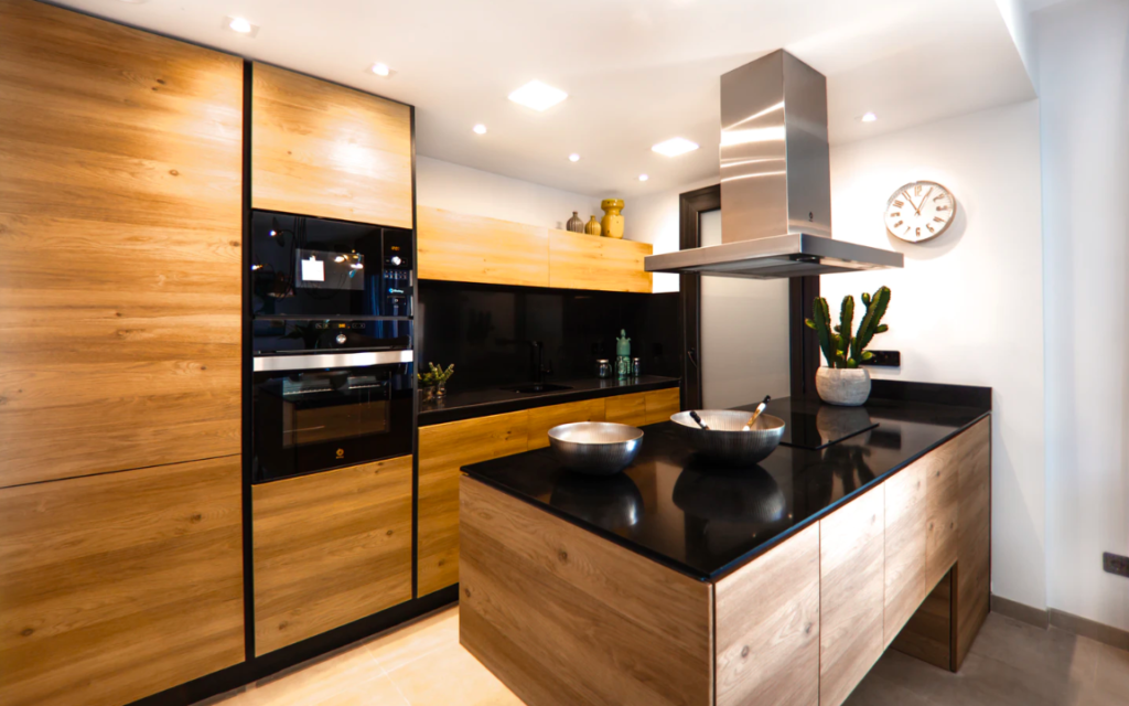 Kitchen with contrasting colors